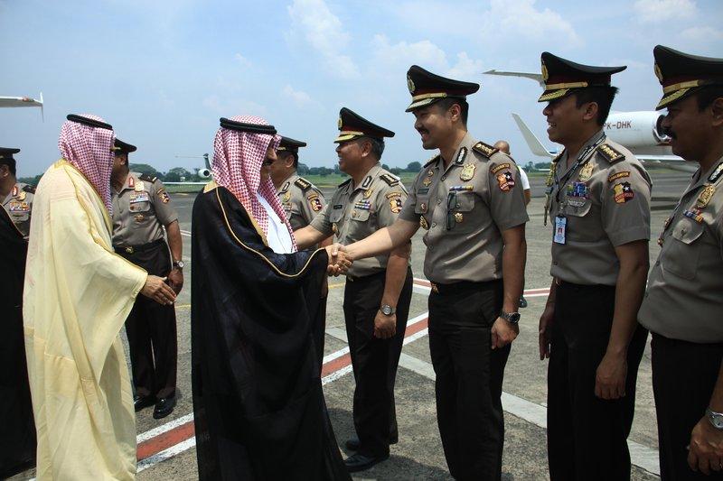 الفريق عثمان بن ناصر يصل إندونيسيا في زيارة رسمية .. والشعيبي في استقباله