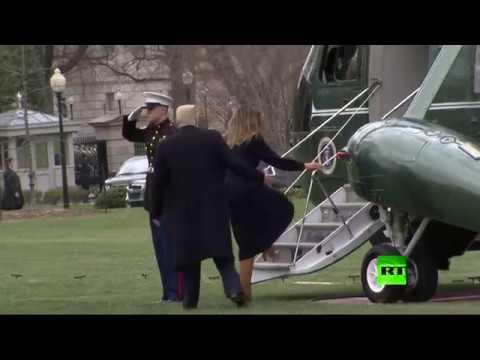 بالفيديو الرئيس الأمريكي ينقذ زوجته من السقوط أثناء صعودها المروحية الخاصة بالرئاسة