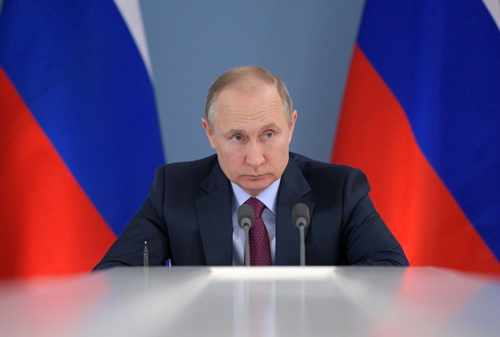 الرئيس الروسي فلاديمير بوتين : الأنباء عن استخدام الجيش السوري للسلاح الكيميائي مزيفة