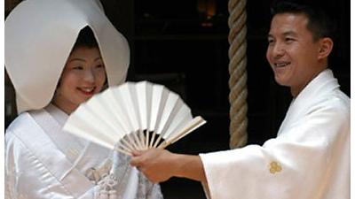 تطبيق التعديل المقترح للقانون المدني للحكومة اليابانية للزواج 18 عاماً بحلول 2022