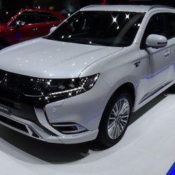 بالفيديو الصين تستعرض أفخم سيارة دفع رباعى فى معرض دبى