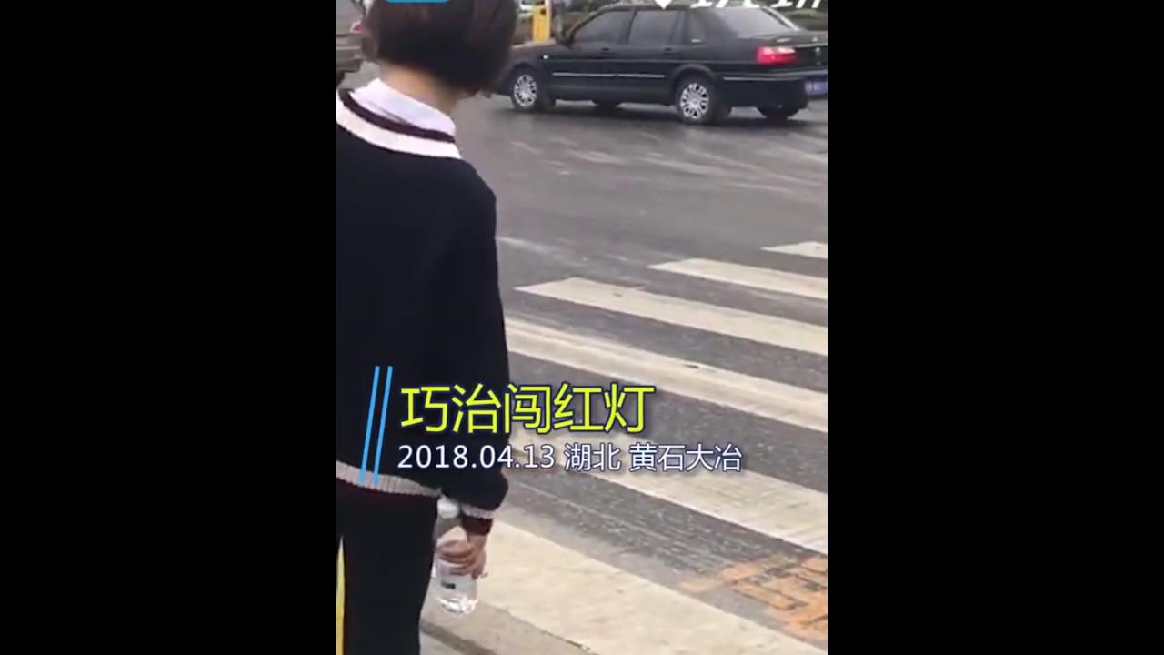 بالفيديو فى الصين الرش بالمياه لمن يحاول عبور الطريق فى غير الوقت المحدد