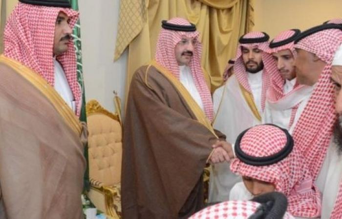 نائب أمير منطقة عسير يعزي أسر 7 شهداء بالحد الجنوبي في محايل