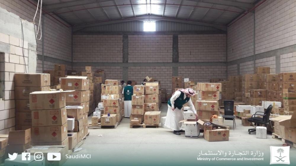 وزارة التجارة والاستثمار : ضبط 121 ألف علبة عطر مقلد جاهزة للبيع والتوزيع
