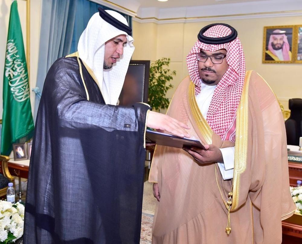 الأمير تركي بن هذلول يتسلم التقرير السنوي لفرع هيئة الهلال الأحمر