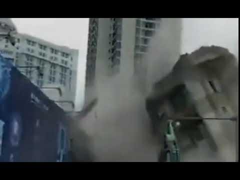 سقوط مبنى فى إتجاه مخالف فيى الصين… شاهد
