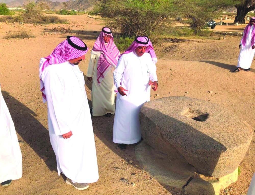 جلوي بن عبدالعزيز يتفقد مشاريع تطوير المواقع الأثرية ومبادرات ترميم المنازل القديمة