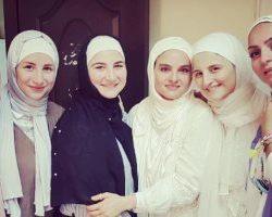 بدرية أحمد ترتدى الحجاب وتدعو  إلى حذف مقاطعها وصورها السابقة التي تظهرها بدون حجاب