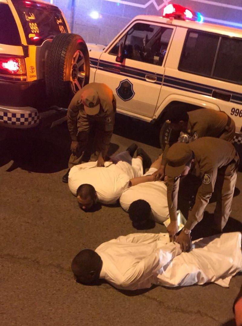 فيديو لحظة القبض على الأشخاص المعتدين على رجال الأمن بالمدينة المنورة
