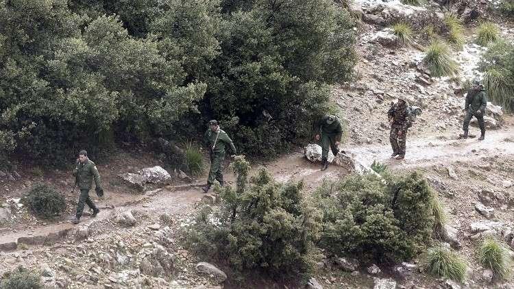 7 إرهابيين يسلمون أنفسم للسلطات فى الجزائر