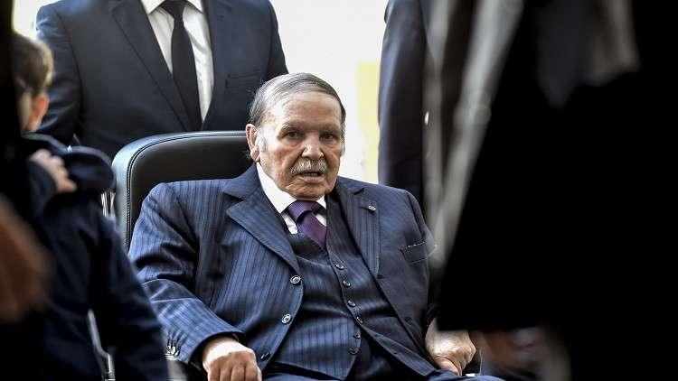 رئيس الوزراء الجزائري أحمد أويحيى يدعو الرئيس عبد العزيز بوتفليقة إلى الترشح لولاية خامسة