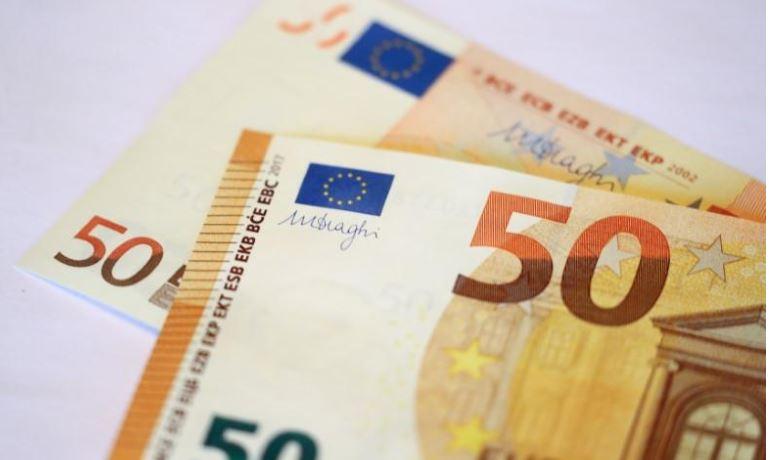 إستقرار اليورو عند أعلى مستوى في 3 أيام في ظل المخاوف من حرب تجارية عالمية