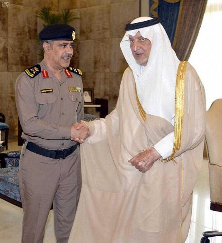 أمير منطقة مكة المكرمة يقلد مدير الأدلة الجنائية رتبته الجديدة