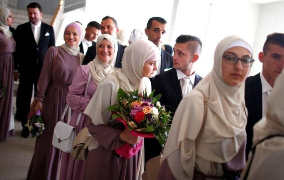 زواج جماعي لـ60 شابا و60 فتاة قرانهم في مراسم زواج إسلامي في سراييفو