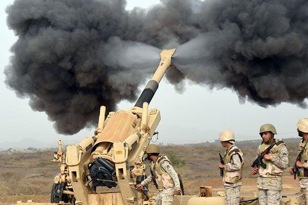 """مدفعية الشرعية تشن قصفاً مكثفاً لمواقع الحوثيين بـ""""الجوف"""" في اليمن"""