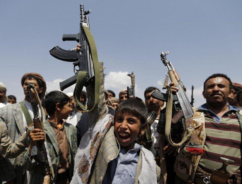 """""""التحالف"""":ميليشيات الحوثي تواصل تجنيد الأطفال في اليمن وتعرّضهم للهلاك"""