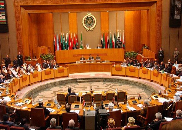 """""""نقلي"""" يرأس اجتماعاً لتطوير وتحديث أجهزة """"الجامعة العربية"""""""