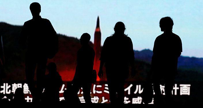 مايك بومبيو يصافح نظيره الكوري الشمالي