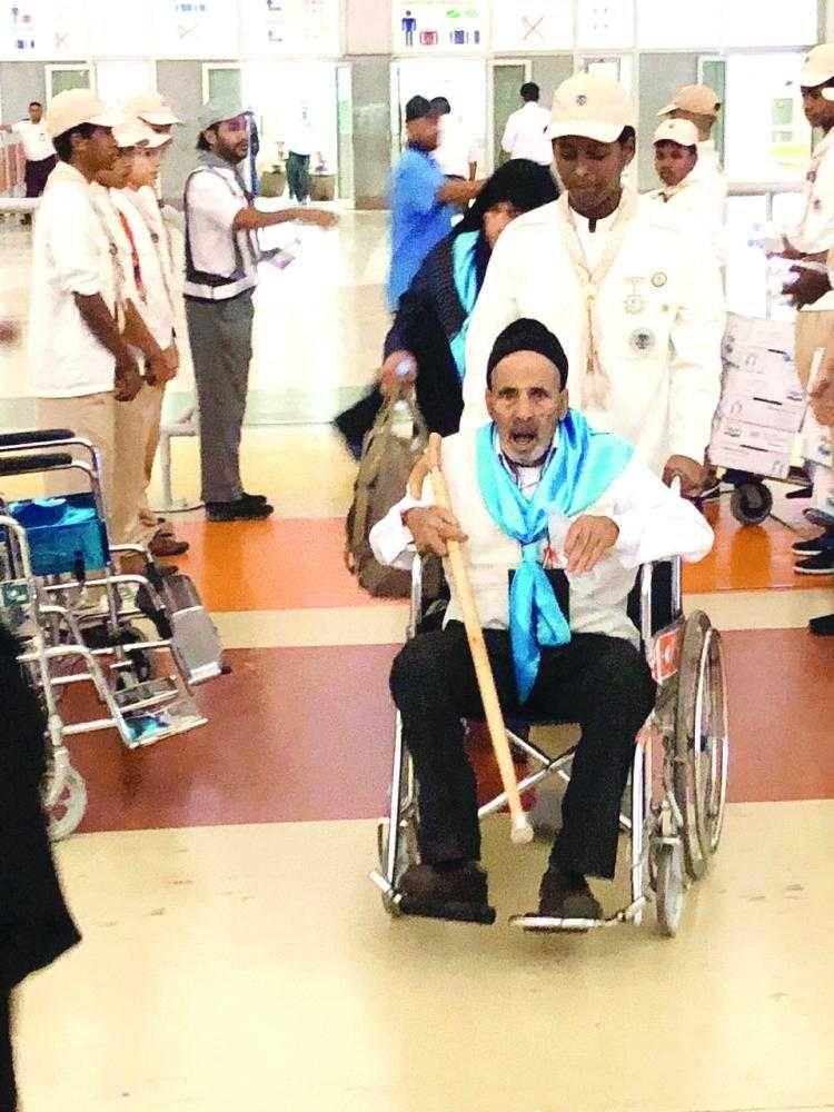 كشافة تعليم محافظة جدة في خدمة الحجاج بمطار المؤسس
