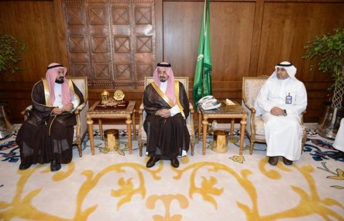 الأمير فيصل بن خالد يلتقي مدير عام الشؤون الصحية بالمنطقة