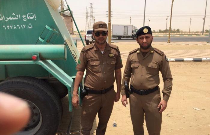 شرطة القنفذة تقبض علي سائق شاحنة حاول تهريب 300 حزمة قات