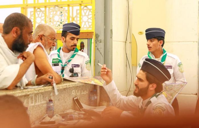 """الكشافة المشاركون في خدمة ضيوف الرحمن تُرشد """"14503"""" حاجا في يوم التروية"""