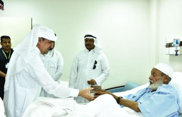 """""""مدير الشؤون الصحية بالطائف"""" يعايد المرضى والعاملين بمجمع الملك فيصل الطبي بالطائف"""