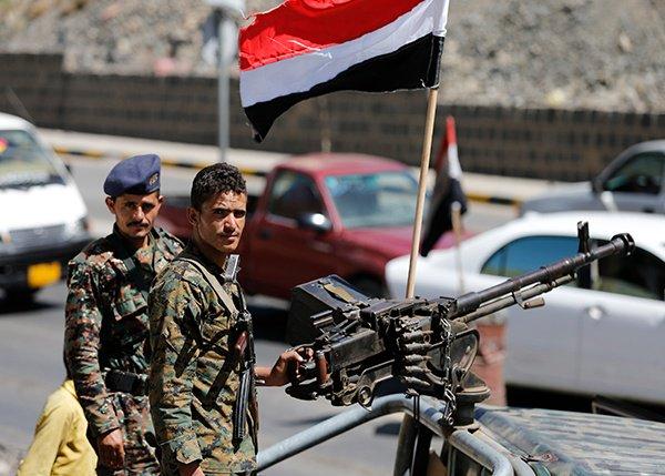 مقتل 13 عنصراً من ميليشيات الحوثي المدعومة من إيران في مواجهات مع الجيش اليمني بمحافظة البيضاء