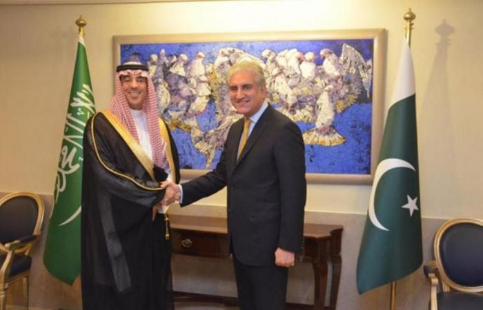 وزير الإعلام يلتقي وزراء الاقتصاد والخارجية والشؤون الدينية في باكستان