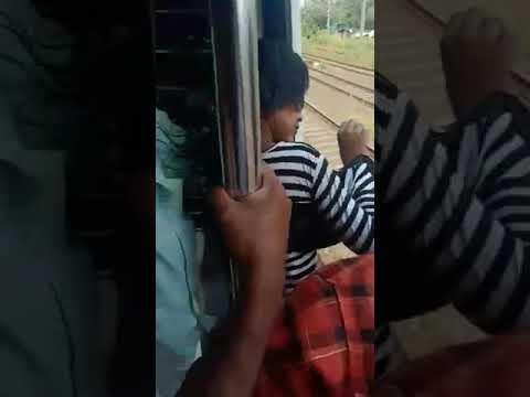 بالفيديو إنقاذ فتاة كادت تسحق بين قطارين فى الهند