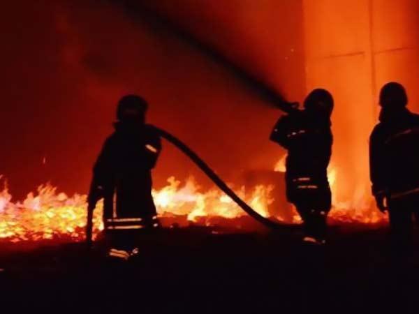 الحماية المدنية تتمكن من إخماد حريق مخلفات فى إمبابة