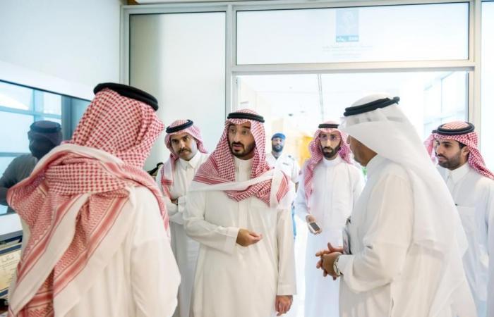 الأمير عبدالله بن بندر يطلع على «رحلة الهولوجرام»