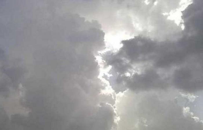 """""""الهيئة العامة للأرصاد وحماية البيئة"""" توضح: استمرار الأمطار الرعدية على جنوب السعودية وغربها"""