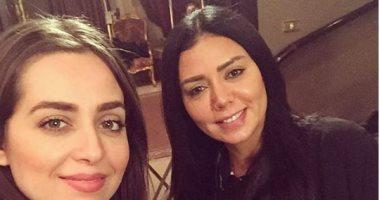 """الفنانة هبه مجدي توجه رسالة للفنانة رانيا يوسف بسبب مشاركتها في فيلم """"حب إيه"""""""