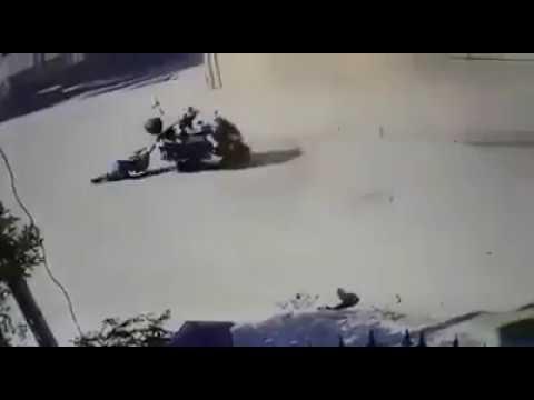 بالفيديو يسرق فتاة عراقية فى وضح النهار ويسحلها فى الطريق