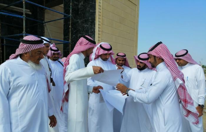 الدكتور سلطان بن عجمي يقوم بجولة على المشاريع البلدية