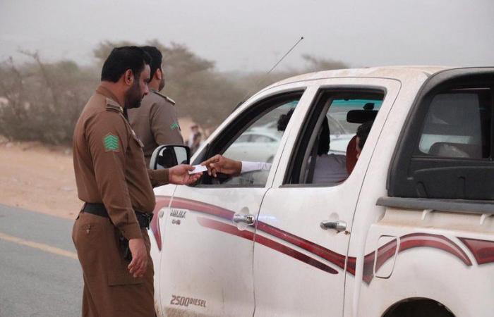 الجهات الأمنية بمحافظة القنفذة تضبط تجمعات شبابية تغلق الطريق لمشاهدة التطعيس