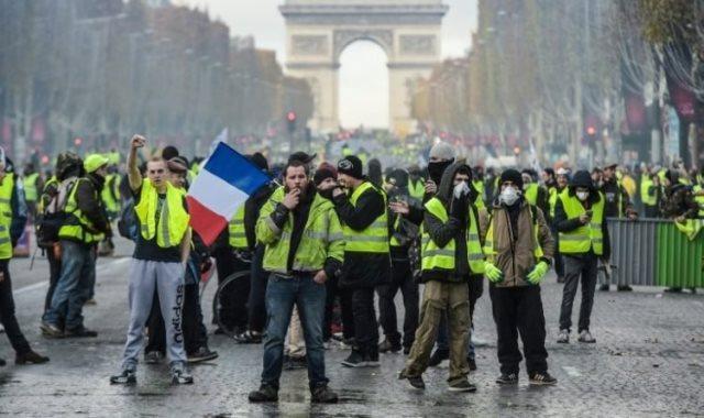الحكومة الفرنسية تدرس فعلياً فرض حالة الطوارئ لمواجهة احتجاجات السترات الصفراء