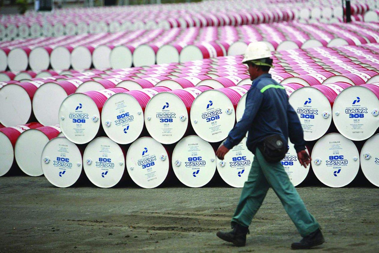 تراجع أسعار النفط في تداولات اليوم وبرنت يقترب من أدنى مستوياته خلال عام