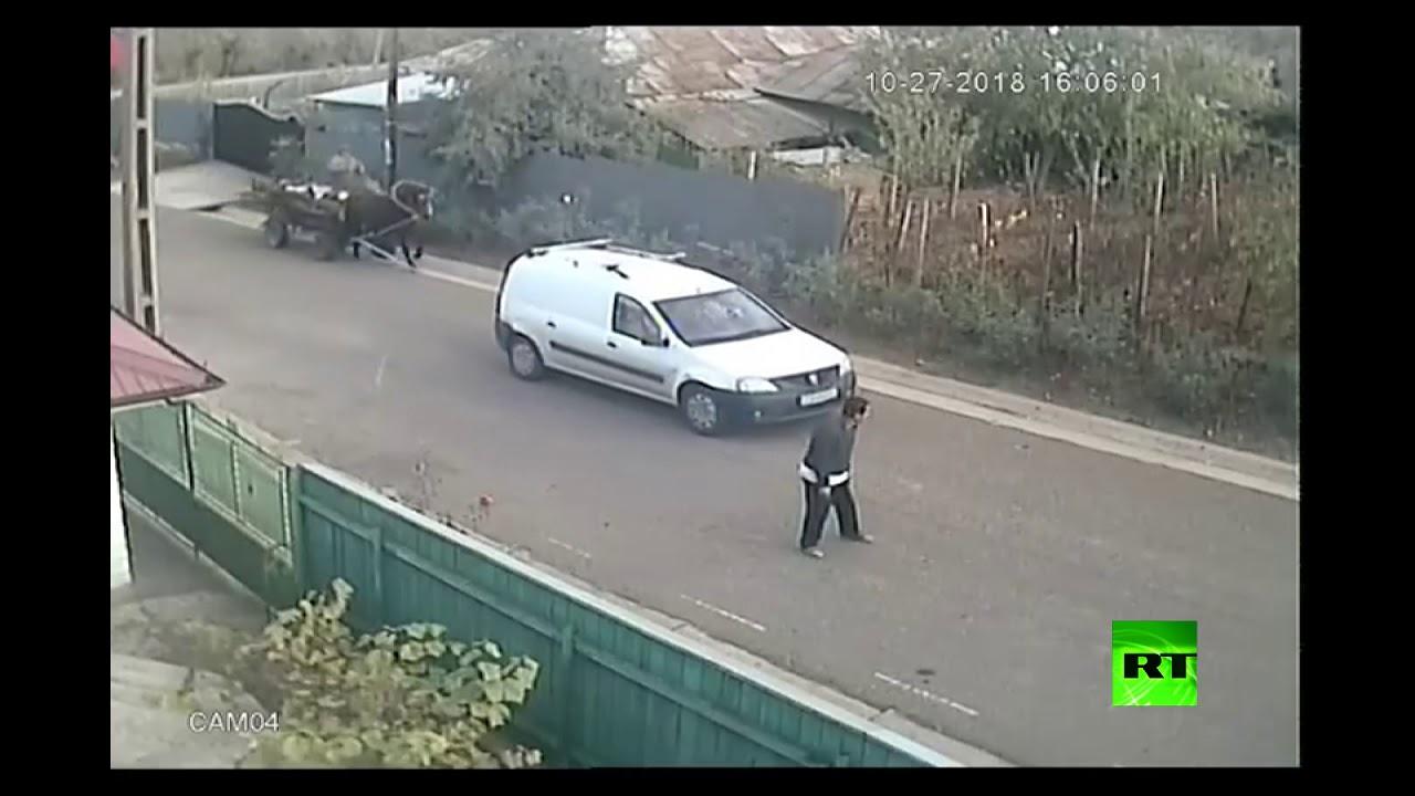حادث سير غريب فى رومانيا… شاهد