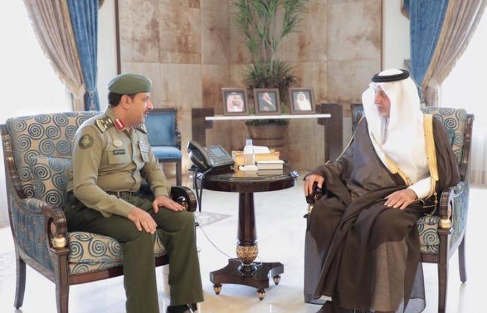 """شاهد من مقر الإمارة..""""أمير منطقة مكة المكرمة"""" يستقبل مدير جوازات مكة الجديد"""