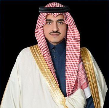 الأمير بدر بن سلطان ينقل تعازي خادم الحرمين وولي العهد لذوي الشهيد القرشي