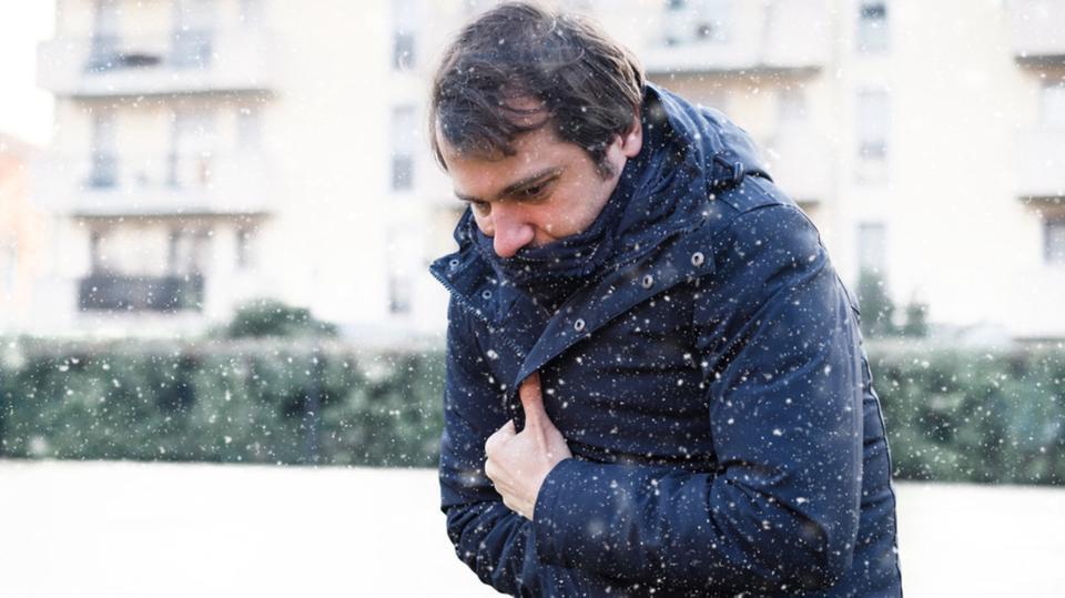 كيف يموت الإنسان فعليا من البرد؟!