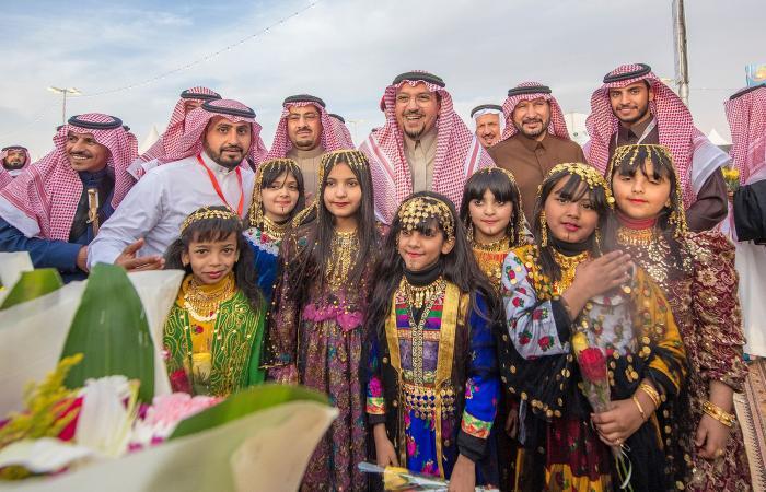 """الدكتور فيصل بن مشعل يزور مهرجان """"ربيع بريدة"""" ويشيد بتنوع فعالياته"""