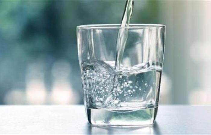 فوائد شرب كوب من الماء علي الريق