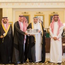 الأمير محمد بن ناصر و نائبه تعتق رقبة مواطن بحاكمة أبو عريش