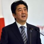 رئيس الوزراء الياباني، شينزو آبي،  يوجه انتقادا لاذعا إلى نائب في البرلمان وصف الرئيس الأمريكي بالعبد