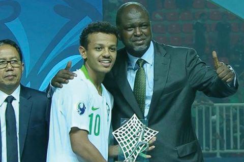 الاتحاد الآسيوي لكرة القدم  يتوج تركي العمار بجائزة أفضل لاعب في بطولة كأس آسيا للشباب