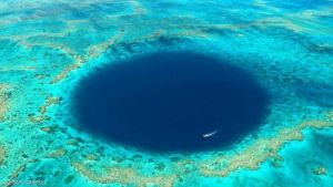 ما سر الحفرة الغامضة فى الحاجز المرجانى العظيم؟!