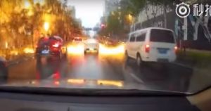 بالفيديو الصين تتعرض لموجة من المطر الناري